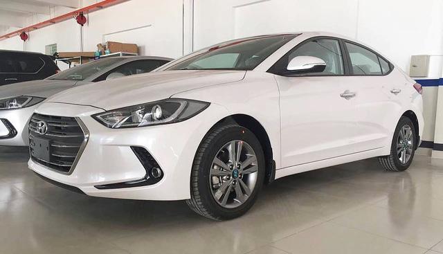 Hyundai Elantra 2018 thêm trang bị, bản Sport giảm giá mạnh sau cơn sốt trước Tết - Ảnh 2.