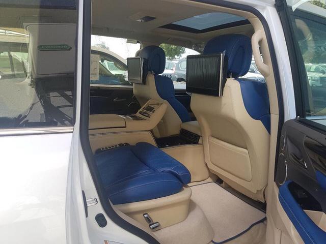 Lexus LX570 Super Sport bản limousine 4 chỗ chào hàng đại gia Việt - Ảnh 1.