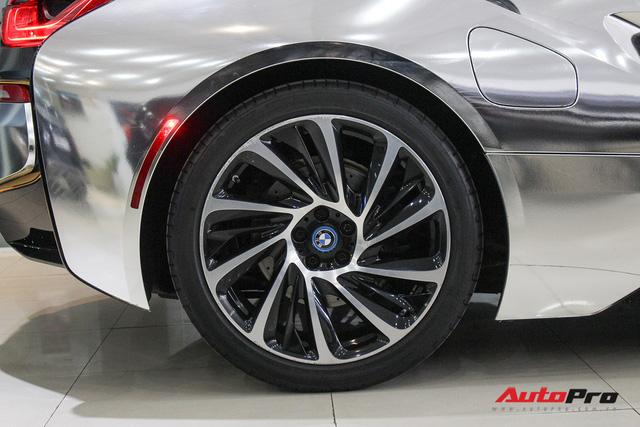 BMW i8 dán decal chrome bạc độc nhất Việt Nam rao bán lại giá 3,9 tỷ đồng - Ảnh 12.