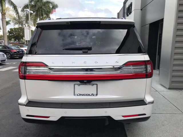 SUV dạng limousine Lincoln Navigator L Black Label về Việt Nam sẽ có giá ngang Lexus LX570 - Ảnh 7.
