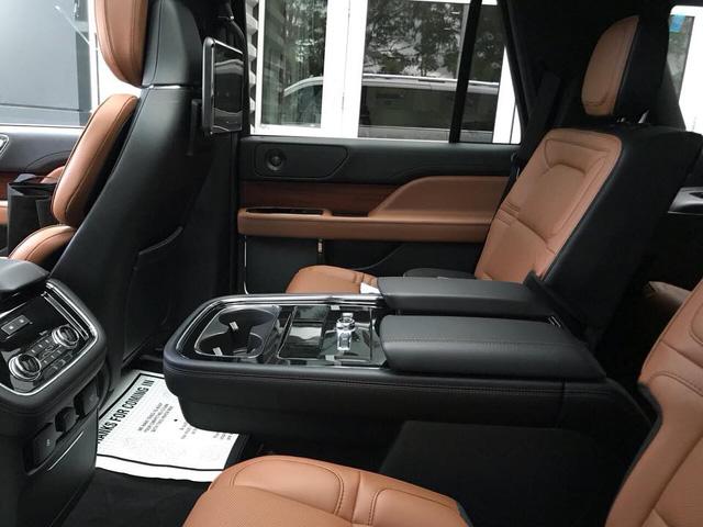 SUV dạng limousine Lincoln Navigator L Black Label về Việt Nam sẽ có giá ngang Lexus LX570 - Ảnh 2.