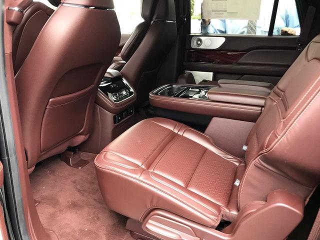 SUV dạng limousine Lincoln Navigator L Black Label về Việt Nam sẽ có giá ngang Lexus LX570 - Ảnh 9.