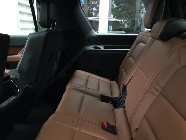 SUV dạng limousine Lincoln Navigator L Black Label về Việt Nam sẽ có giá ngang Lexus LX570 - Ảnh 10.