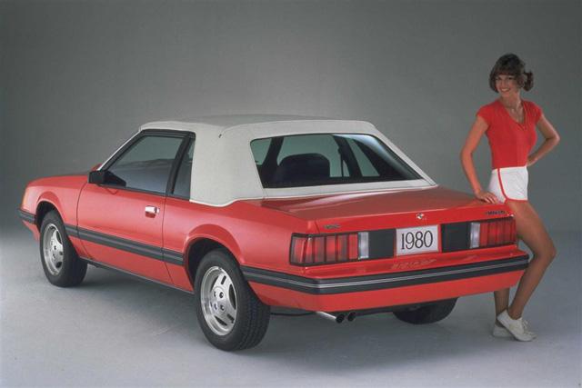 Dải đèn hậu liền mạch - thiết kế đang âm thầm phổ biến trong ngôn ngữ xe hơi hiện đại - Ảnh 1.