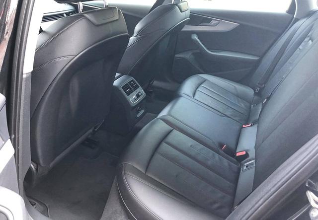 Audi A4 cũ rao bán ngang giá Mẹc C mới - Ảnh 12.