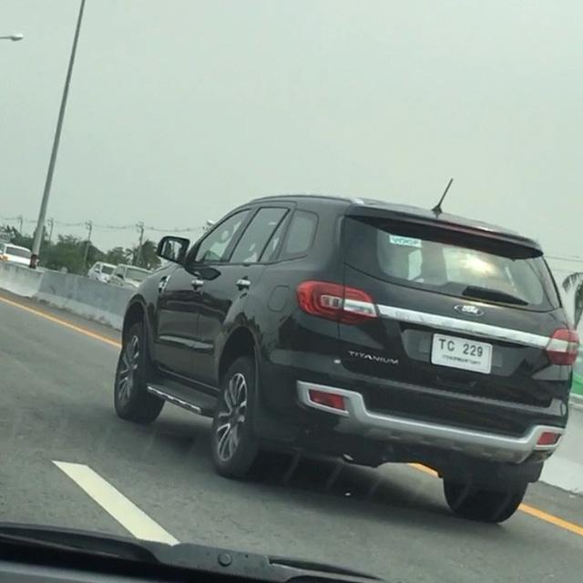 Ford Everest lộ hàng phiên bản mới - Ảnh 1.
