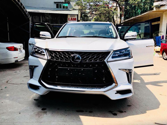 Điểm mặt những chiếc Lexus LX570 Super Sport giá gần 10 tỷ tại Việt Nam - Ảnh 2.