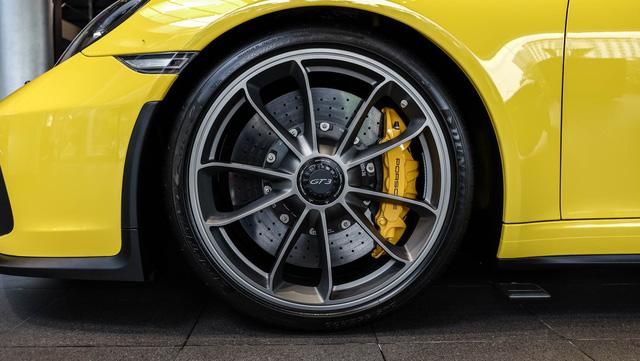 Cận cảnh Porsche 911 GT3 2018 chính hãng đầu tiên tại Việt Nam - Ảnh 2.