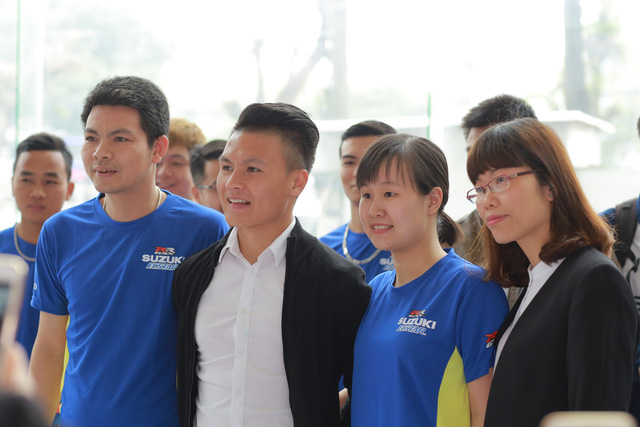 Suzuki Việt Nam tặng xe tay ga cho tiền vệ U23 Quang Hải - Ảnh 2.