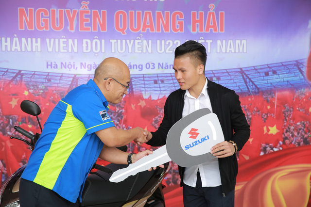 Suzuki Việt Nam tặng xe tay ga cho tiền vệ U23 Quang Hải - Ảnh 3.