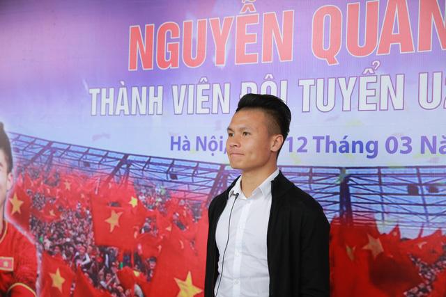 Suzuki Việt Nam tặng xe tay ga cho tiền vệ U23 Quang Hải - Ảnh 1.