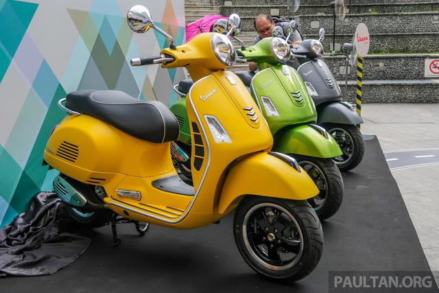 Vespa GTS 300 lắp ráp tại Việt Nam có giá hơn 157 triệu đồng tại Malaysia - Ảnh 1.