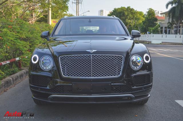 SUV siêu sang Bentley Bentayga chính hãng độ carbon vừa trao tay đại gia Sài Gòn - Ảnh 10.