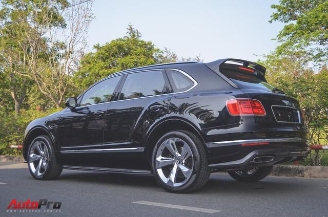 SUV siêu sang Bentley Bentayga chính hãng độ carbon vừa trao tay đại gia Sài Gòn - Ảnh 3.