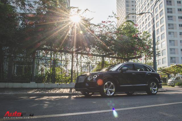 SUV siêu sang Bentley Bentayga chính hãng độ carbon vừa trao tay đại gia Sài Gòn - Ảnh 20.
