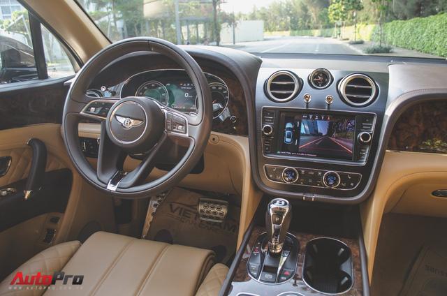 SUV siêu sang Bentley Bentayga chính hãng độ carbon vừa trao tay đại gia Sài Gòn - Ảnh 2.