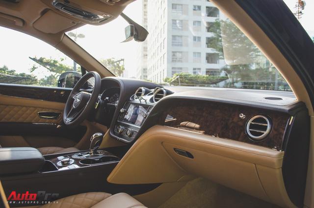SUV siêu sang Bentley Bentayga chính hãng độ carbon vừa trao tay đại gia Sài Gòn - Ảnh 14.