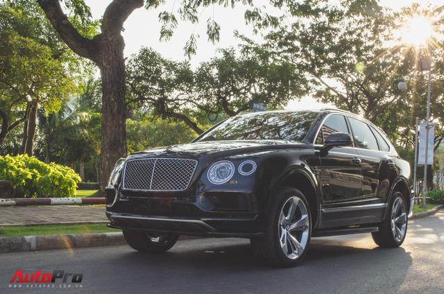 SUV siêu sang Bentley Bentayga chính hãng độ carbon vừa trao tay đại gia Sài Gòn - Ảnh 11.