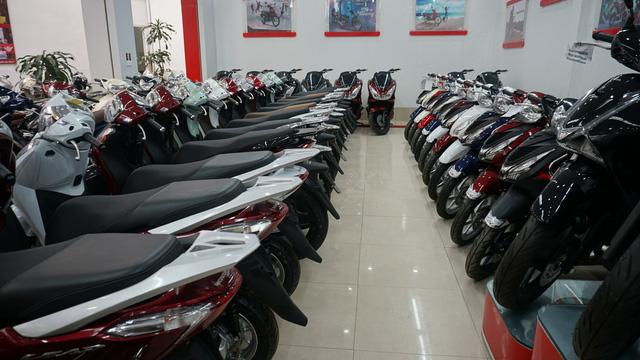 Honda Rebel 300 ngày đầu bán tại Việt Nam: Lạc lõng, không bị thổi giá nhưng khan hàng - Ảnh 1.