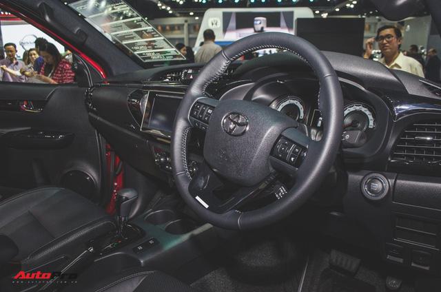 Toyota Hilux Revo Rocco cạnh tranh Ford Ranger Wildtrak và Mitsubishi Triton Athlete - Ảnh 2.