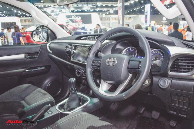 Toyota Hilux Revo Rocco cạnh tranh Ford Ranger Wildtrak và Mitsubishi Triton Athlete - Ảnh 11.