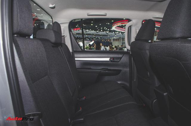 Toyota Hilux Revo Rocco cạnh tranh Ford Ranger Wildtrak và Mitsubishi Triton Athlete - Ảnh 14.