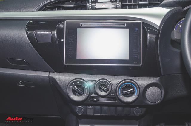 Toyota Hilux Revo Rocco cạnh tranh Ford Ranger Wildtrak và Mitsubishi Triton Athlete - Ảnh 13.