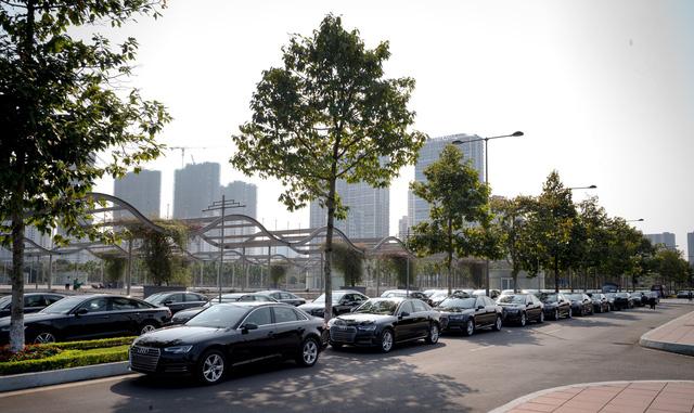 Dàn 70 chiếc xe sang Audi tham gia hai hội nghị lớn tại Hà Nội - Ảnh 1.