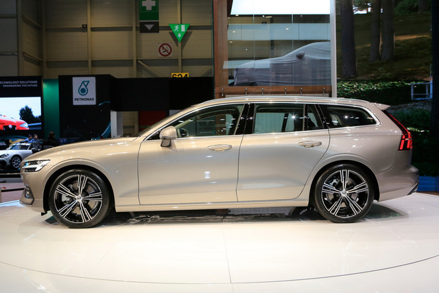 Volvo V60 Wagon trình làng triển lãm Geneva - Ảnh 4.