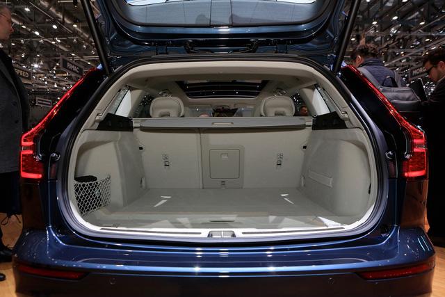 Volvo V60 Wagon trình làng triển lãm Geneva - Ảnh 10.