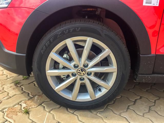 Volkswagen Cross Polo - Xe Đức giá 725 triệu đồng đấu Ford EcoSport tại Việt Nam - Ảnh 3.