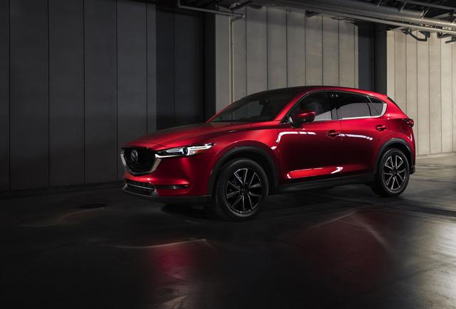 Mazda CX-5 tranh giải với Range Rover Velar, Volvo XC60 - Ảnh 1.