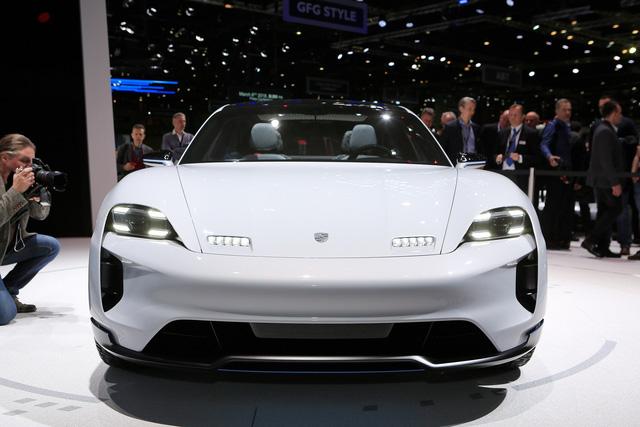 Porsche Mission E Cross Turismo: Hòa trộn hiệu suất và tiện dụng - Ảnh 2.