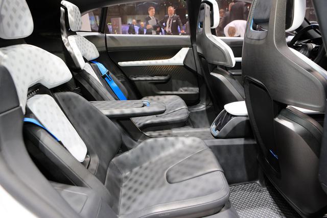 Porsche Mission E Cross Turismo: Hòa trộn hiệu suất và tiện dụng - Ảnh 6.