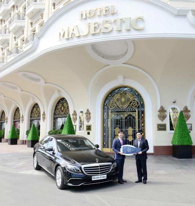 Khách sạn Sài Gòn mạnh tay sắm Mercedes-Benz E200 phục vụ khách hàng - Ảnh 1.