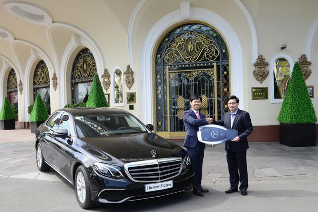 Khách sạn Sài Gòn mạnh tay sắm Mercedes-Benz E200 phục vụ khách hàng - Ảnh 2.