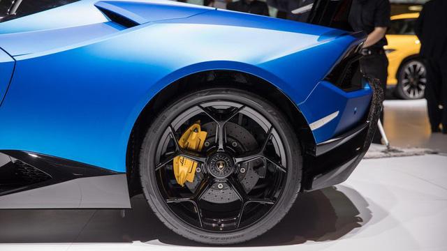 Lamborghini trình làng siêu xe mui trần hiệu suất cao Huracan Performante Spyder - Ảnh 12.