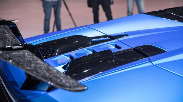 Lamborghini trình làng siêu xe mui trần hiệu suất cao Huracan Performante Spyder - Ảnh 10.