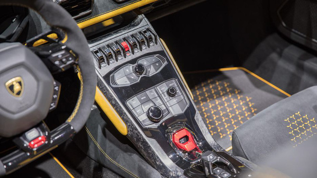 Lamborghini trình làng siêu xe mui trần hiệu suất cao Huracan Performante Spyder - Ảnh 15.