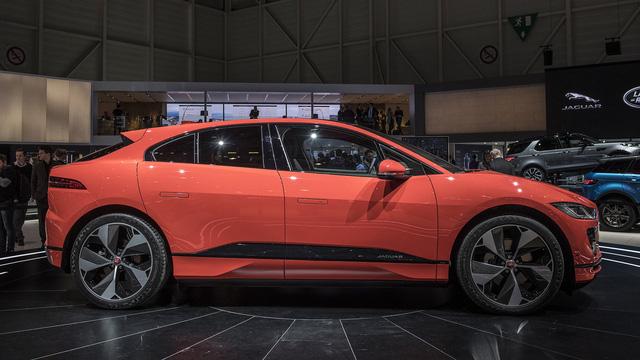 """Ảnh thực tế I-Pace: """"Chiến binh"""" đầu tiên của Jaguar trên thị trường xe điện - Ảnh 2."""