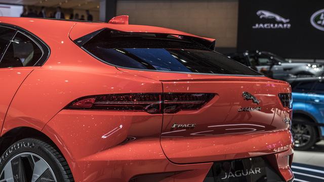 """Ảnh thực tế I-Pace: """"Chiến binh"""" đầu tiên của Jaguar trên thị trường xe điện - Ảnh 9."""