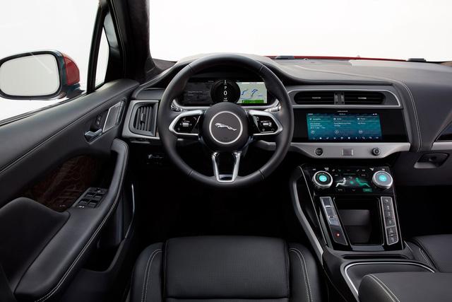 """Ảnh thực tế I-Pace: """"Chiến binh"""" đầu tiên của Jaguar trên thị trường xe điện - Ảnh 3."""