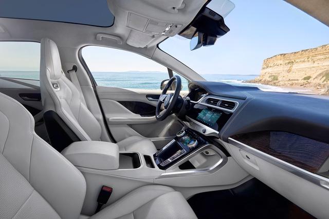"""Ảnh thực tế I-Pace: """"Chiến binh"""" đầu tiên của Jaguar trên thị trường xe điện - Ảnh 4."""