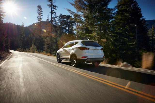 Vô-lăng Hyundai Santa Fe 2018 có thể bị gãy trong quá trình sử dụng - Ảnh 1.
