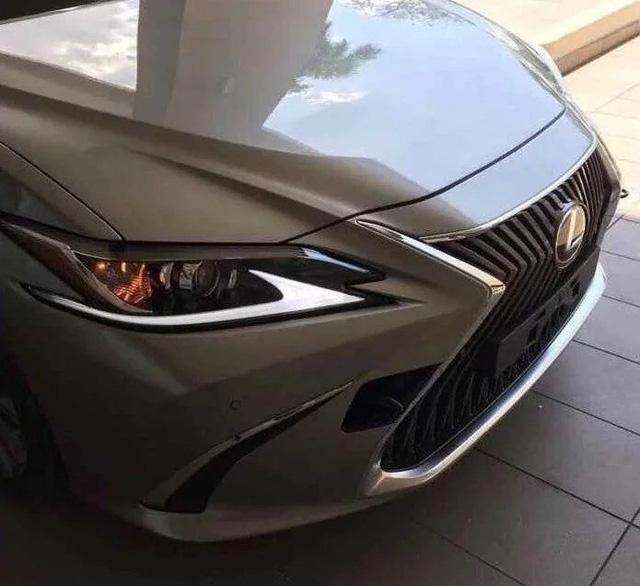 Lexus chính thức nhá hàng đối thủ của Mẹc E - Ảnh 1.