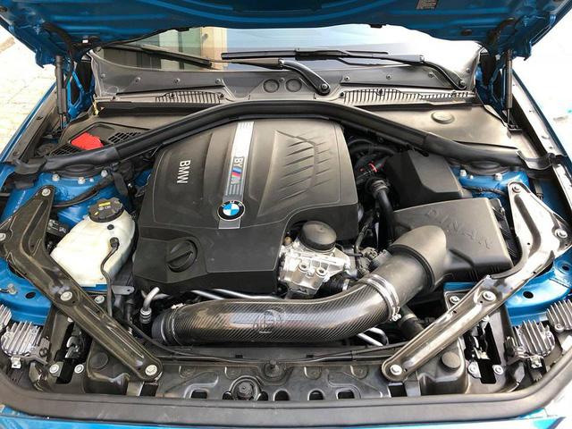 Cường Đô-la cầm lái BMW M2 mới tậu đưa Đàm Thu Trang đi dạo phố, ăn đêm - Ảnh 4.