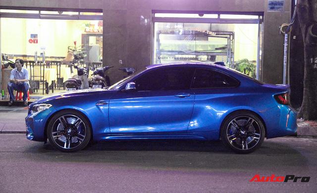 Cường Đô-la cầm lái BMW M2 mới tậu đưa Đàm Thu Trang đi dạo phố, ăn đêm - Ảnh 3.