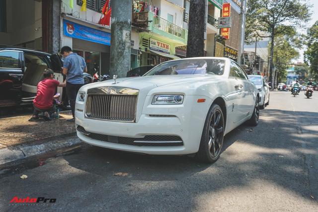 """Ông trùm cafe Trung Nguyên bán Rolls-Royce Wraith """"mất tai"""" ra showroom - Ảnh 3."""
