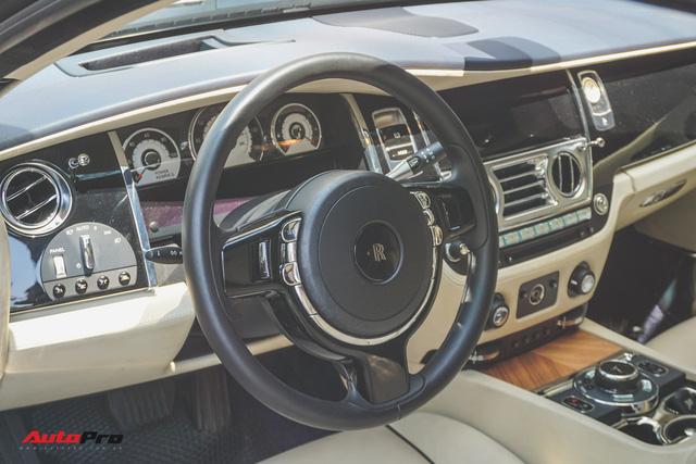 """Ông trùm cafe Trung Nguyên bán Rolls-Royce Wraith """"mất tai"""" ra showroom - Ảnh 8."""