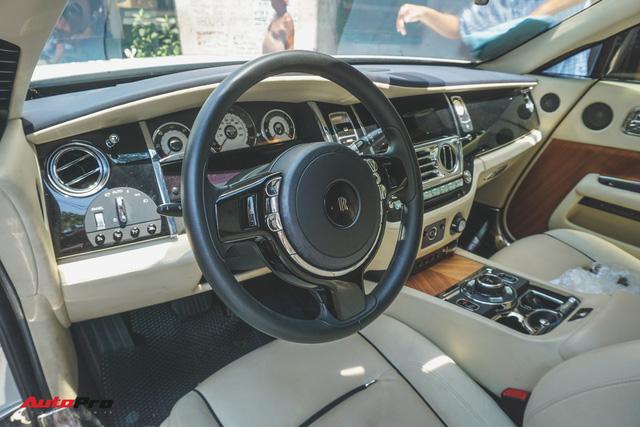 """Ông trùm cafe Trung Nguyên bán Rolls-Royce Wraith """"mất tai"""" ra showroom - Ảnh 2."""